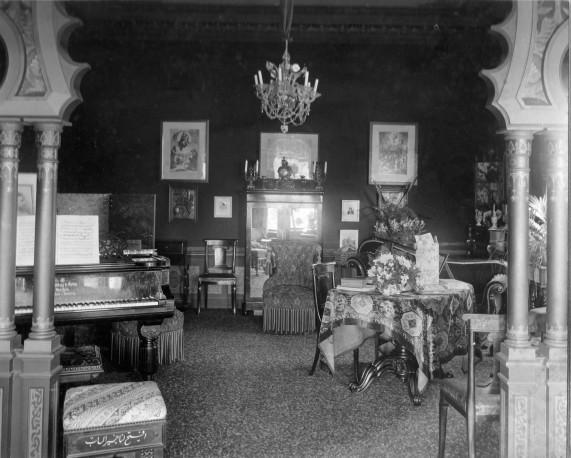 Kamer van Meta van Boetzelaer - van Schuylenburch, zijn Moorsche kamer, omstreeks 1900? (handschrift R.W. van Boetzelaer)