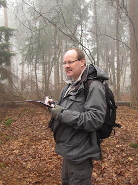 Gert Prins tijdens broedvogelonderzoek