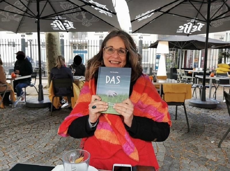 202106 Dassenboek gepubliceerd - b800